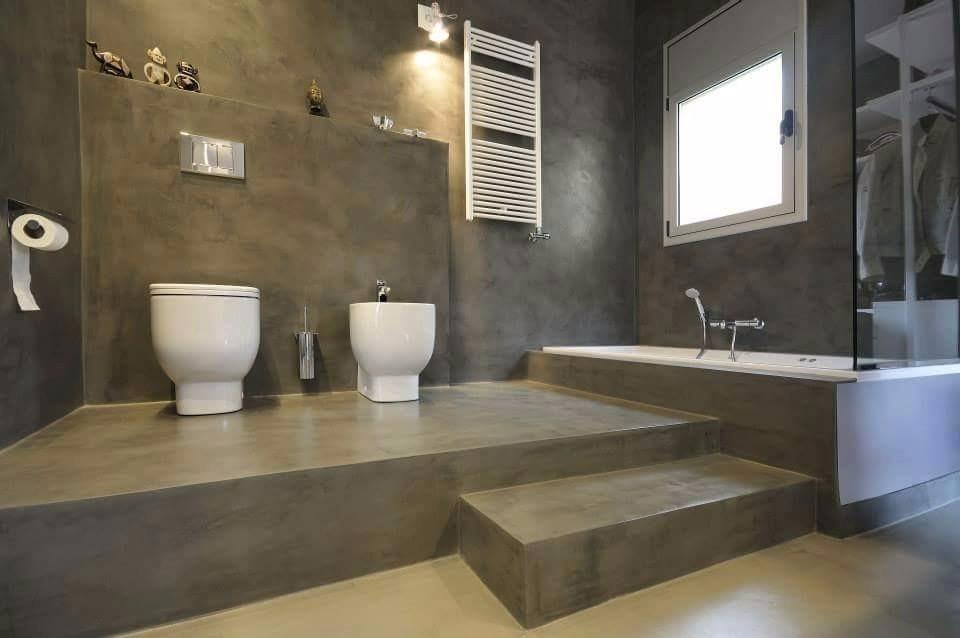 Installation du béton minéral en salle de bain