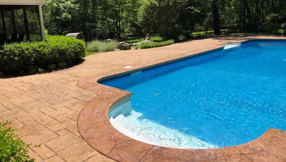 Dalle béton imprimé pour la piscine