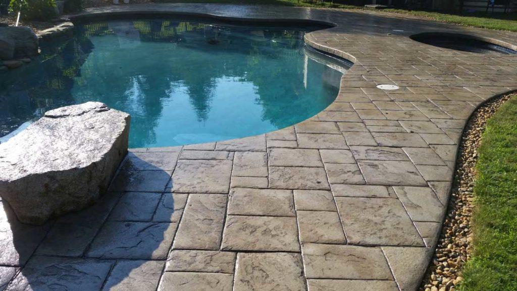 Dalle béton pour piscine hors sol